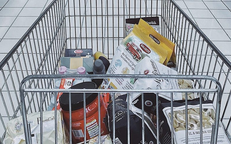 grocery-cart-with-items
